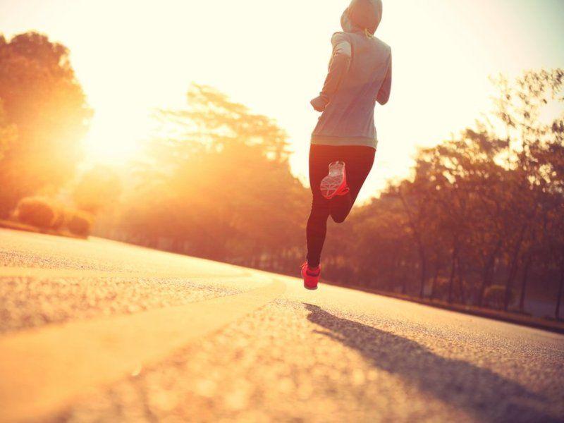ejercicios aerobicos y anaerobicos ejercitandose