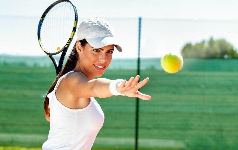 jugar tenis para ejercitarse