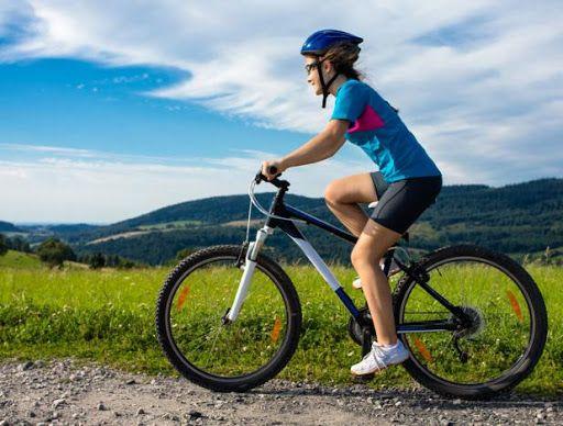 manejar bicleta para ejercitarse